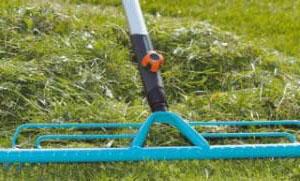 граблі для прибирання газону