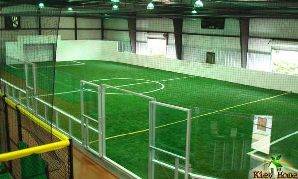штучний газон в спортзалі