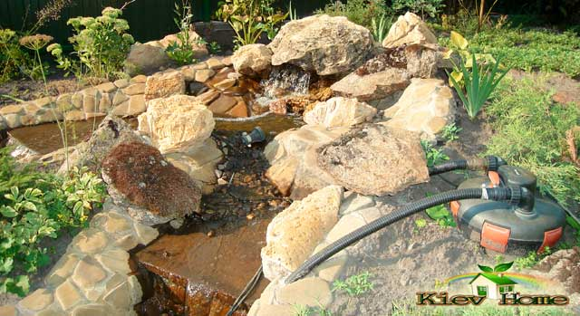водоспад зі струмком