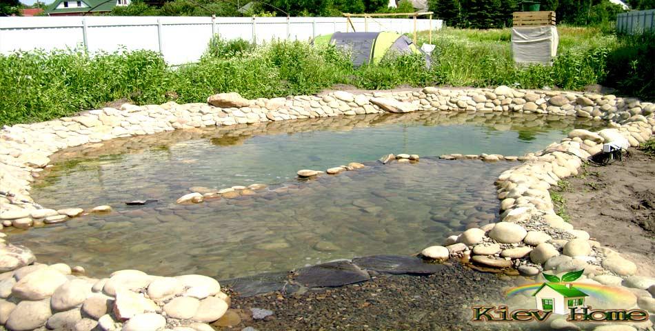 Искусственный водоем в Киевской области