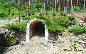 Декоративна арка в Київській області