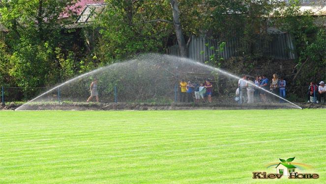 Автоматический полив футбольного поля в Буче